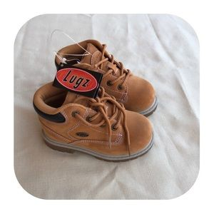 NWT Size 8 boys Lugz boots